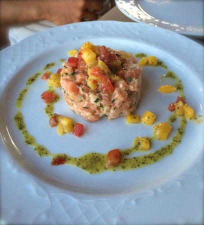 Ftelia Restaurant: Tartare di salmone con mango e peperoni