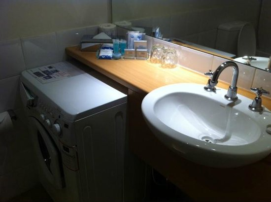 Parramatta Waldorf Apartment Hotel: Clean bathroom