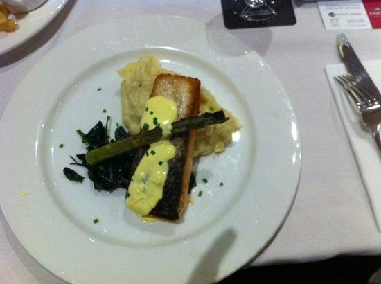 Waldorf Parramatta Apartment Hotel: Salmon meal from the restaurant