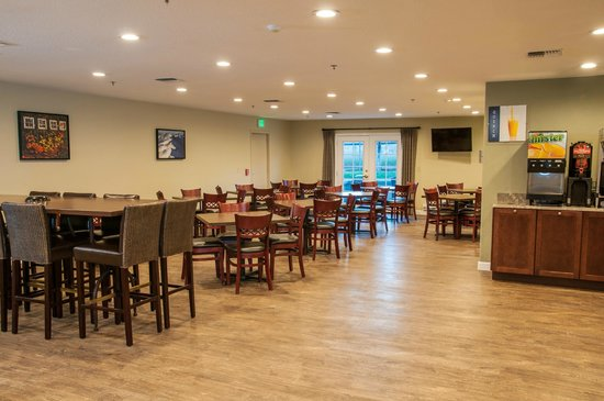 BEST WESTERN PLUS Eagle Lodge & Suites: Breakfast Room