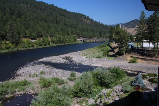 Best Western Lodge At River's Edge: Clearwater River from balcony looking west