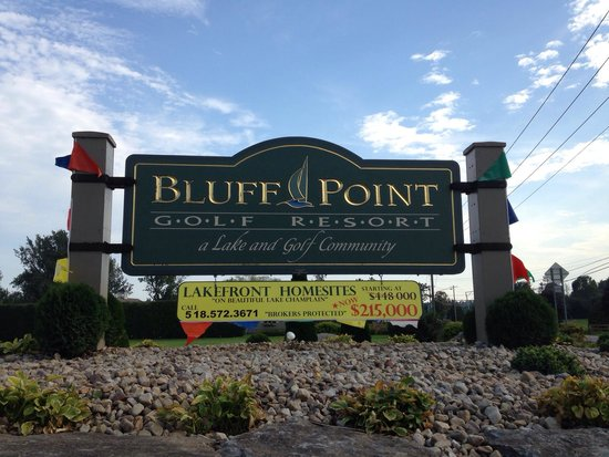 Bluff Point Golf Resort: Welcome sign