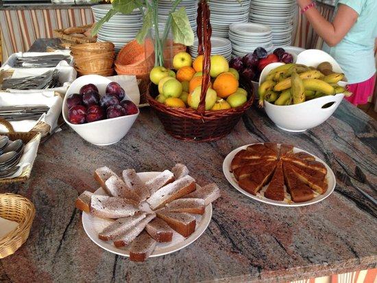 Apartamentos Cala d'Or Playa: Lovely food.