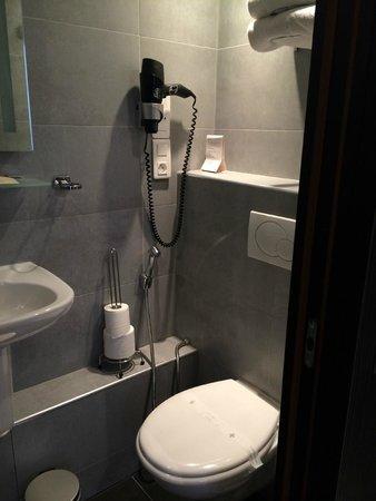 Eden Hotel Opéra: banheiro