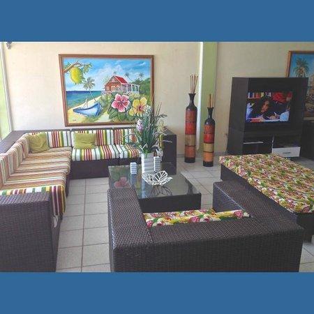 Hotel Bahia Sardina: Sala de estar na recepção