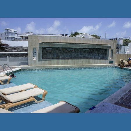 Hotel Bahia Sardina: Piscina e bar do hotel