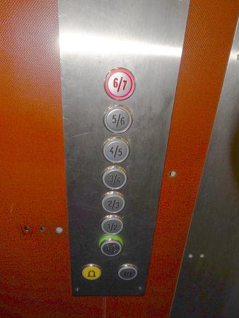 Hotel De La Paix Montparnasse: Elevator buttons