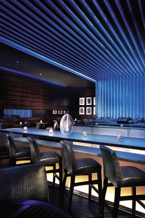Four Seasons Hotel Macau, Cotai Strip: With chic décor and eclectic furnishings, Bar Azul symbolizes a new standard in Macau's nightlif