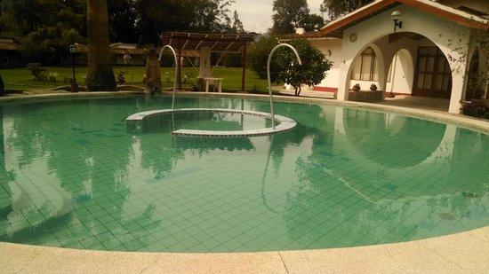Hotel & Spa Laguna Seca: Piscina de agua termal de día