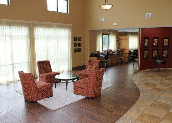 Comfort Suites Salem: Lobby