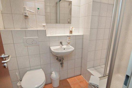Novum Hotel Hamburg Stadtzentrum: Bathroom