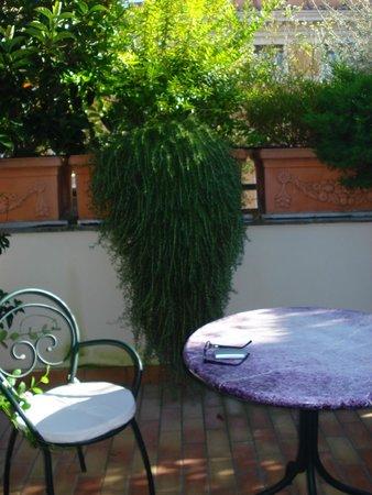 Atlante Garden Hotel: Es una pequeña terraza individual