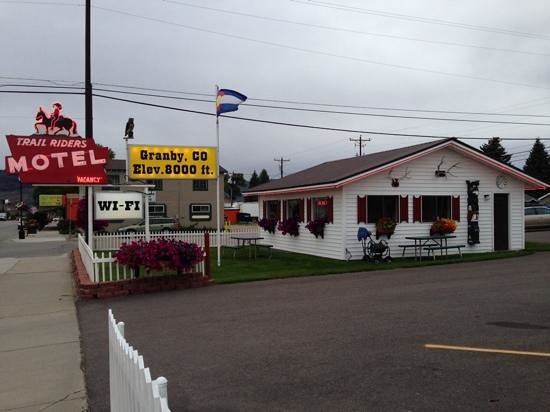 Trail Riders Motel: on the fly breakfast building