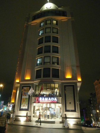 Ramada Plaza Istanbul City Center: Fachada do hotel