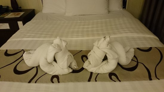 Diamond Water Edge Resort: Cute creative with towels by house keeper of the hotel