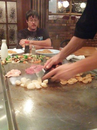 Sho Gun Japanese Bar & Grill: Chopping it up