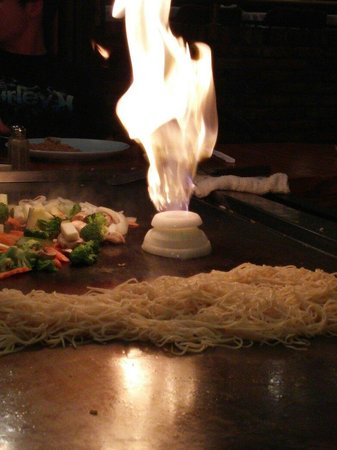 Sho Gun Japanese Bar & Grill: Onion on fire