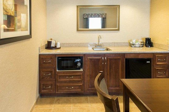 Hampton Inn Presque Isle: Suite Kitchen