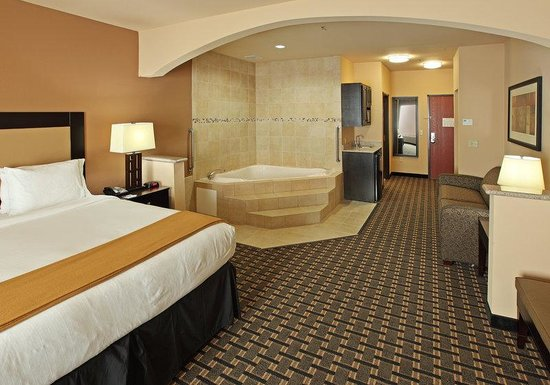 Suite With 2 Queen Beds Picture Of Holiday Inn Express