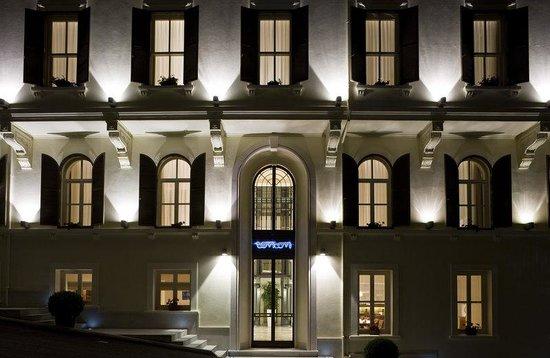 Tomtom Suites: Hotel Exterior