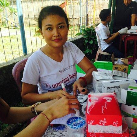 Fair Warung Bale - Fair Future Foundation: Last Free Community Health/Medical Care, append the September 04th, 2014 in Desa Bukian, Payanga