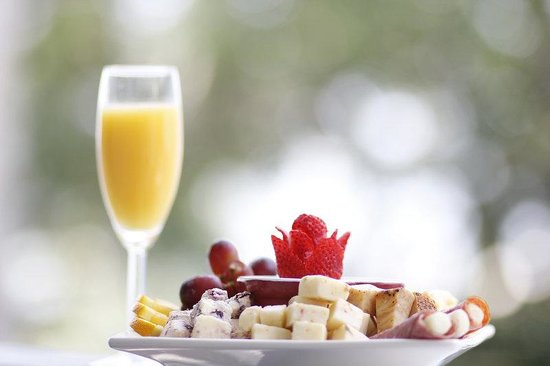 Bayfront Westcott House Bed & Breakfast: Enjoy our special fruit and cheese platter bayfron