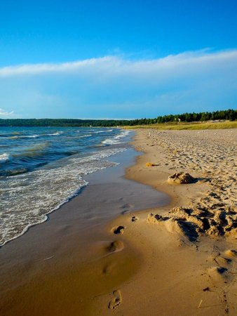 Petoskey State Park: Beautiful day at the beach.