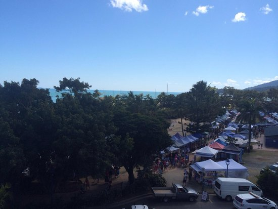 Airlie Beach Hotel: Ocean view and weekend markets