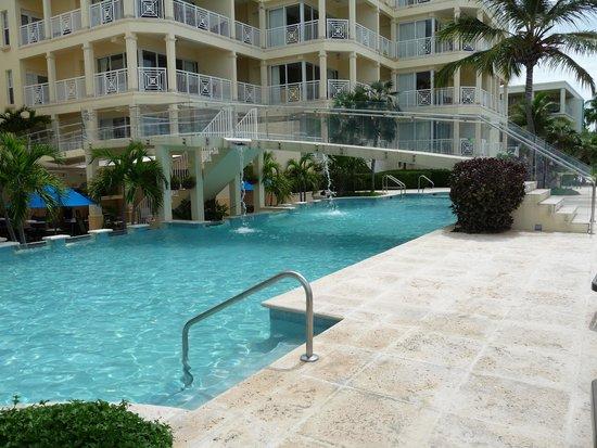 Windsong Resort: Pool View