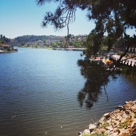 Lakehouse Hotel & Resort: View from the bridge at the edge of the property as you walk to where the golf club is.