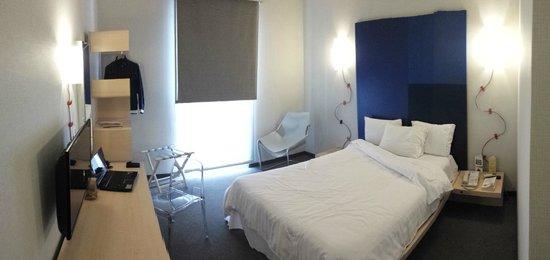 City Express Plus Reforma El Angel: Nice room. Good prices. Terrible service.