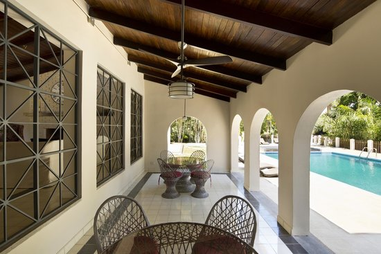 Villa San Ignacio: Pool Dining area