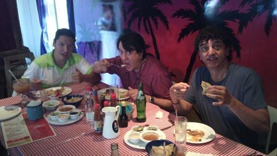 La Corriente Cevicheria Nais : En cevichería La Nais, en Tijuana.  Pura vida.