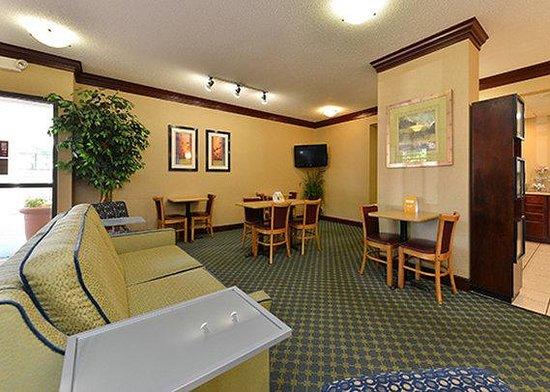 Quality Inn: Lobby 2