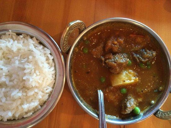 Everest MoMo Shack: Curry Lamb