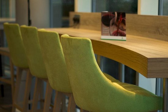 Holiday Inn London - West : Bar and Lounge