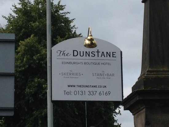 The Dunstane Hotel : Out front!
