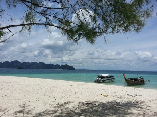 Poda Island : Lunch stop at quiet and scenic Koh Poda