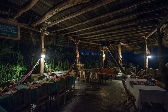 Eco Quechua Lodge: dining room after the sunset