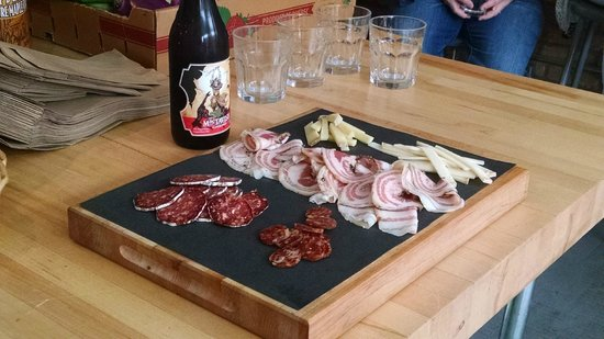 Local Montréal Visites Gourmandes : Yummy local charcuterie and beer