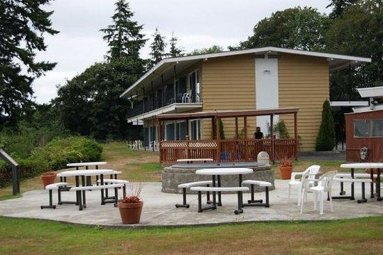 Astoria Crest Motel: backyard