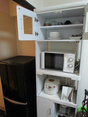 J residence Shinjuku: Dapur beserta peralatannya yang lengkap