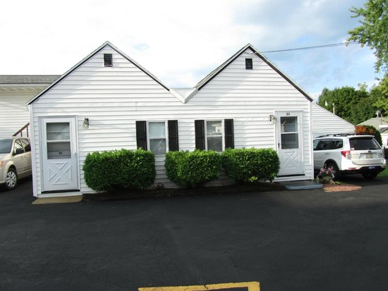 Dairyland Motel: 2 unit building - we stayed in the oneon the right
