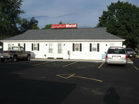 Dairyland Motel: 6 unit building