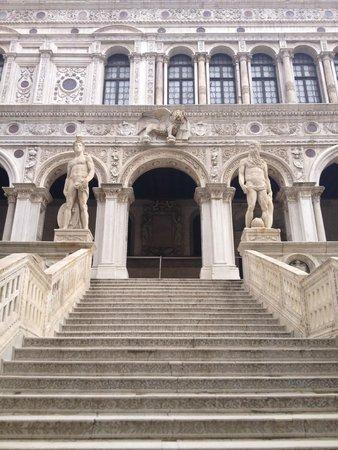 Porta della Carta: 内部の建物