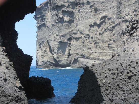 Spiridakos Sailing Cruises: view of the cliffs of Santorini