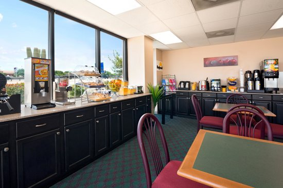 Days Inn & Suites Round Rock: Breakfast Room