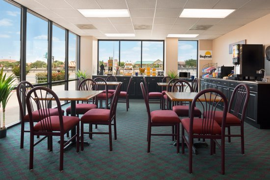 Quality Inn & Suites - Round Rock: Breakfast Room
