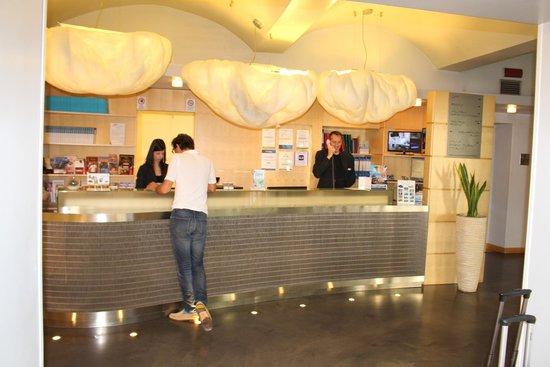 Venetia Palace Hotel: Lobby and friendly staff