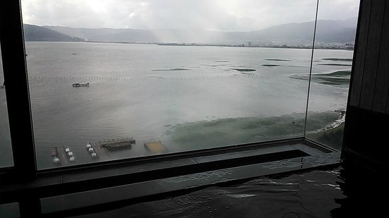 Hotel Beniya : View large bathroom
